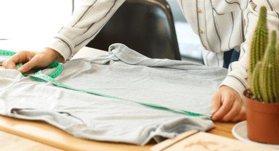 Umfang von T-Shirts, Hemden und anderen Oberteilen messen
